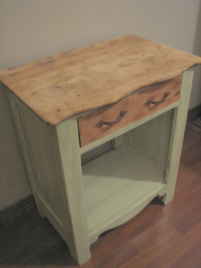 Antique Night Stand – Sanding and Glazing