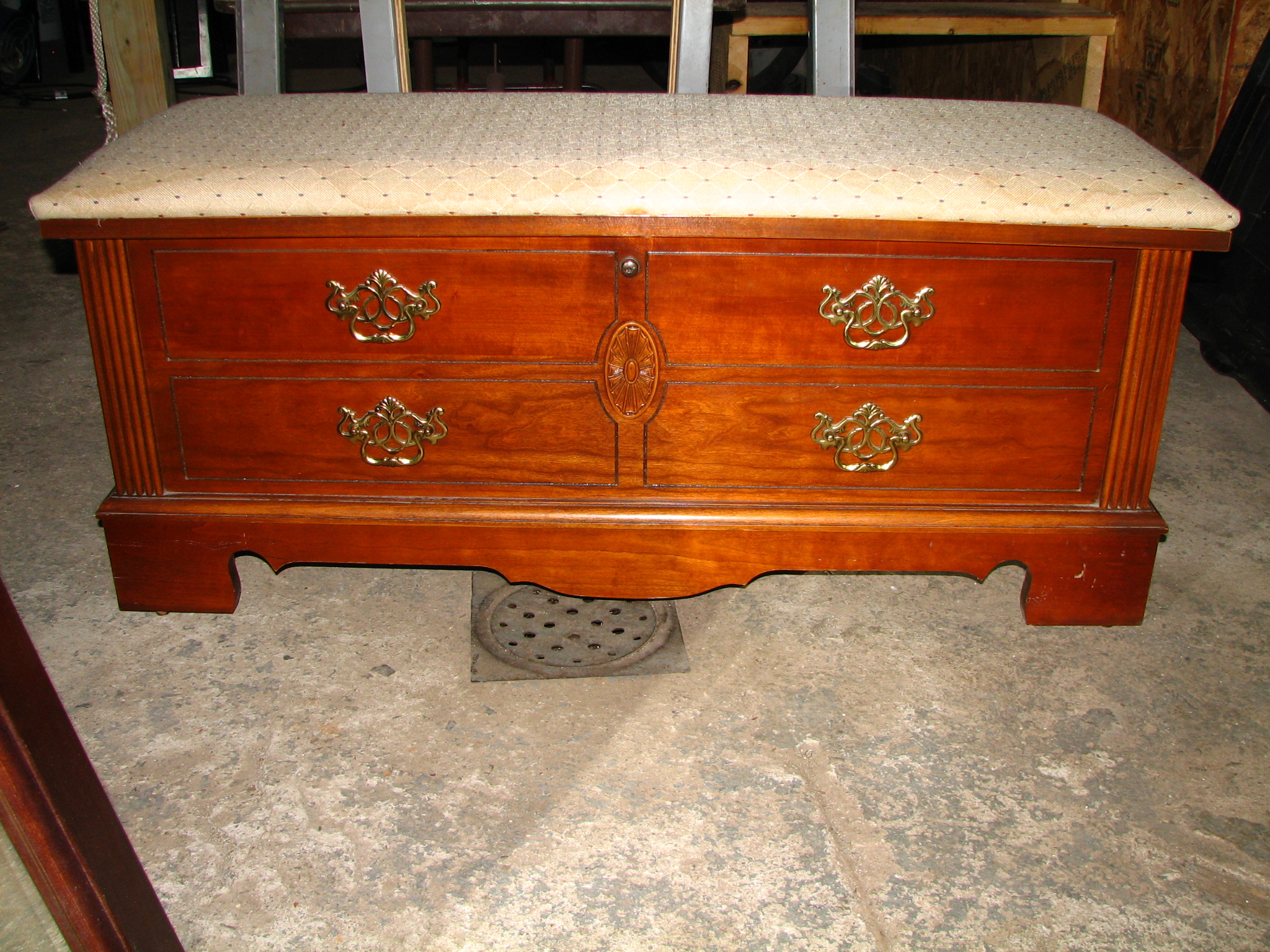 tuesday s treasures cedar chest turned into a coffee table